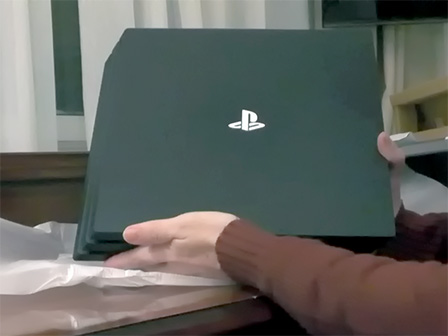 Nuova PS4 Pro: primo unboxing