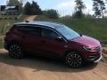 Opel Grandland X Hybrid4: test su pista da motocross